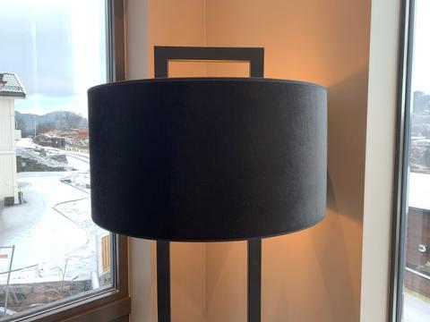 Hallbergs Roma lampeskjerm sort m/gullinnside 50cm